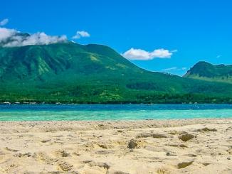 Blick von Wihite Island auf Camiguin, Philippinen