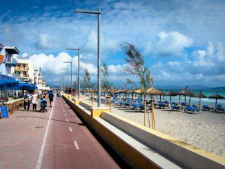 Die Strand Promenade bei Can Picafort, Mallorca