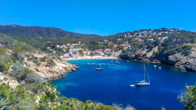Badebucht auf Ibiza