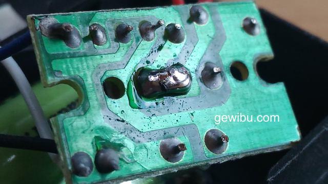 Schalter einer Solarlampe kurzgeschlossen